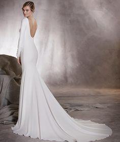 Alana - Vestido de noiva decote em barco, manga comprida e pedraria nos punhos