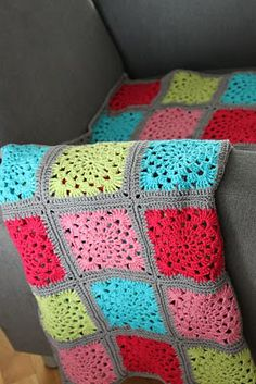 Granny wheel blanket. ♥  Pattern in Swedish and English here minspiration.blog...
