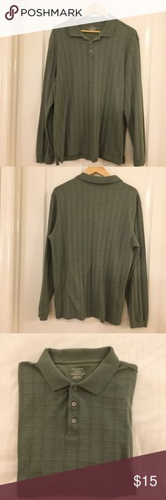 🌴NEW LISTING🌴 Van Heusen Shirt Green. 56% cotton 44% polyester. Size XL. (11/16) Van Heusen Shirts