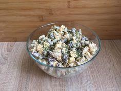 Pyszna i szybka w przygotowaniu sałatka z kurczakiem. Idealna na kolacje lub świetnie wpasuje się jako jedna z przekąsek na imprezowym czy świątecznym stole. Proste składniki które bardzo dobrze razem smakują :) Składniki: jedna podwójna mniejsza pierś z kurczaka lub jeden większy pojedynczy filet1 Potato Salad, Food And Drink, Potatoes, Ethnic Recipes, Blog, Potato, Blogging