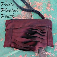 Ricochet and Away!: Petite Pleated Pouch May work for pillows or other things Zipper Tutorial, Tote Storage, Pleated Fabric, Sewing Studio, Fabric Bags, Fabric Manipulation, Sewing Tutorials, Bag Tutorials, Sewing Ideas