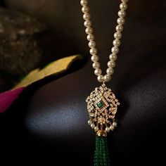 Unique South Indian Bridal Jewellery Ideas For This Wedding Season South Indian Bridal Jewellery, Indian Jewellery Design, Indian Jewelry, Wedding Jewelry, Jewelry Design, Diamond Brooch, Art Deco Diamond, Diamond Jewelry, Gold Jewellery