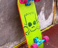 Tear up the streets of your town like Springfield's best street skater with the Bart Simpson skateboard. For the first time ever you'll be able to shred using Bart's signature skateboard, complete with a spray painted logo, pink 60mm wheels, and bright blue trucks.