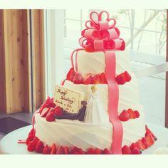 インスタで発見♡自慢したいくらい可愛いウェディングケーキのデザイン15選にて紹介している画像