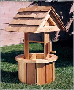 Structure Woodworking Plans - Small Wishing Well Plans Wishing Well Garden, Wishing Well Plans, Wood Pallet Wine Rack, Wood Pallets, Woodworking Plans, Woodworking Projects, Woodworking Classes, 2x4 Crafts, Diy Wood Projects