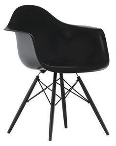 Vitra Eames Plastic Armchair DAW stoel basic dark - zwart esdoorn