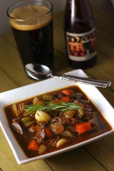 Vegan Beef Stew made with stout beereven better than Moms, and boozier too. Vegan Beef, Vegan Soups, Vegan Vegetarian, Vegetarian Recipes, Healthy Recipes, Vegan Food, Soup Recipes, Paella, Frugal