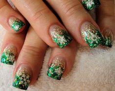 17 Christmas Nail Art Design #nailart