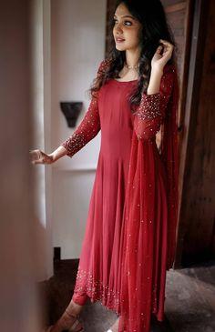 Party Wear Indian Dresses, Indian Gowns Dresses, Dress Indian Style, Indian Fashion Dresses, Indian Designer Outfits, Long Dress Design, Dress Neck Designs, Stylish Dress Designs, Simple Kurta Designs
