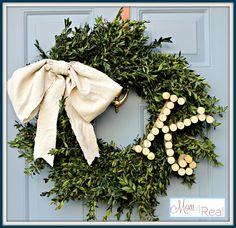Monogrammed Boxwood Wreath | Mom 4 Real   #christmas #wreath
