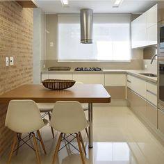 """6,322 Likes, 171 Comments - By Duda Santos @eduardamaria (@casa_casada) on Instagram: """"Repararam nas cores utilizadas nos armários? O fendi e o branco deixaram a cozinha elegante e super…"""""""