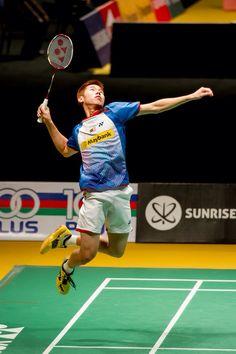 001 Polygonal geometric professional badminton player on