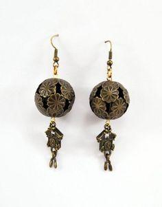 €9,00 Σκουλαρίκια αντικέ με κούφιες μεταλλικές χάντρες και μεταλλικό στοιχείο κούκος. Drop Earrings, Jewelry, Jewlery, Jewerly, Schmuck, Drop Earring, Jewels, Jewelery, Fine Jewelry