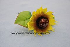 Подсолнух из конфет и бумаги. Подарок своими руками. DIY sunflower from ...