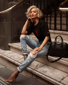 Unordinary Women Jeans Style Ideas To Try Asap 15 Fall Fashion Trends, Trendy Fashion, Fashion Models, Autumn Fashion, City Fashion, Fashion Fashion, Womens Fashion, Mode Outfits, Casual Outfits
