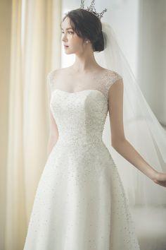 Sweetheart Wedding Dress, Elegant Wedding Dress, Elegant Dresses For Women, Beautiful Dresses, Wedding Dresses Photos, Bridal Dresses, Korean Fashion Dress, Weeding Dress, Bridal Beauty