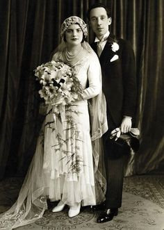 1930 newlyweds Dora and Isaac London, England Photo by Boris Bennett wedding attire Loading. Vintage Wedding Photography, Vintage Wedding Photos, Vintage Bridal, Wedding Pictures, Vintage Weddings, Lace Weddings, Country Weddings, Romantic Weddings, Vintage Fall