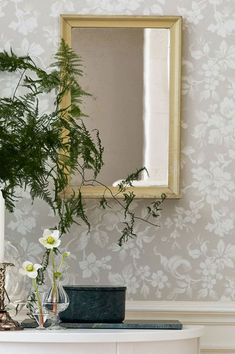 A complete guide to wallpaper - Types of wallpaper - Wallpaper for bathrooms - Modern wallpaper Foyer Wallpaper, Wallpaper Samples, Pattern Wallpaper, Wallpaper Ideas, Grey Wallpaper, Home Decoracion, Botanical Wallpaper, Grey And Beige, Ivory White