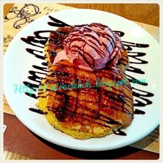caramel banana pancake with wild strawberry ice cream :) Wild Strawberries, Strawberry Ice Cream, Banana Pancakes, Recipe Ideas, Waffles, Caramel, Pork, Foods, Meat