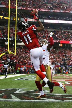 Julio Jones - wide receiver for the Atlanta Falcons Julio Jones, Falcons Football, Alabama Football, Falcons News, Football Players, Football Drills, Football Memes, American Football, American Sports