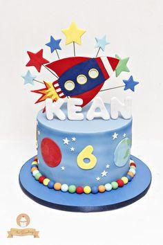 Spaceship Cake – Cake von The Sweetery – von Diana - geburtstagskuchen Baby Birthday Cakes, 4th Birthday Parties, Boy Birthday, Rocket Ship Cakes, Rocket Cake, Planet Cake, Astronaut Party, Space Party, Space Theme