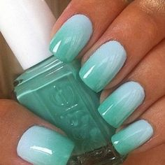 mint.quenalbertini: Mint green gradient nails | Jewelry Coco