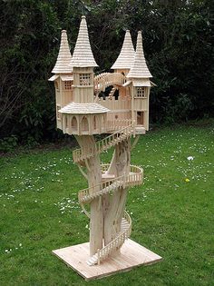 Rob Heard - Bough House Sculptures - Unique Wooden Art Sculptures hand-carved on Exmoor: pure inspiration! Popsicle Stick Houses, Popsicle Stick Crafts, Craft Stick Crafts, Fairy Tree, Diy Bird Feeder, Creation Deco, Wooden Art, Miniature Houses, Fairy Houses