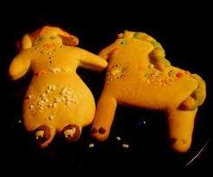 E' tradizione pasquale fare un semidolce al forno che ha la forma di bambola per le bambine e quella di cavallo per il bambino.
