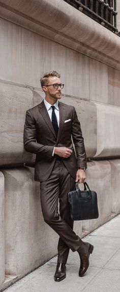 30 Men's Style Trends You Should Undoubtedly Try In 2019 Trouser + Casual Shoes Short Sleeve Shirt + Jeans Und Sneakers, Shoes With Jeans, Mens Fashion Suits, Mens Suits, Madrid, Denim Boots, Suit Up, Checked Blazer, Gentleman Style