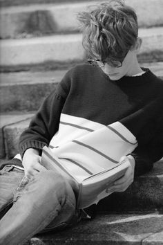 Read Chicos leyendo from the story Fotos para tus novelas by LauraFco (C) with reads. Beautiful Boys, Pretty Boys, Cute Boys, Story Inspiration, Character Inspiration, Fotos Tumblr Boy, People Reading, A Series Of Unfortunate Events, The Secret History
