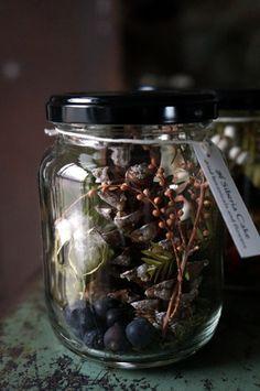 花巻のBaan Gaja さんで本日から開催される「冬のおくりもの展」にむけてリースやスワッグ、ジャム瓶アレンジなどを納品しました。納品したものを一部ご紹...