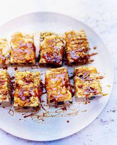 Dacquoise, marron, caramel et myrtilles pour 6 personnes - Recettes - Elle