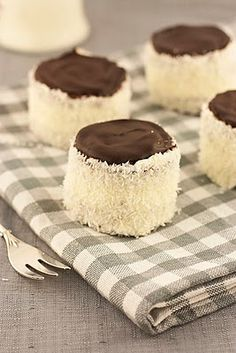 "Ruske kape - šubare / ""Russian hats"" - buttercream mini cakes with coconut 