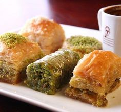 Bosnian/Turkish Baklava: sweet pastry made of layers of filo pastry filled with chopped nuts (and or pistachos) and sweetened with syrup or honey. Turkish Sweets, Arabic Sweets, Arabic Food, Lebanese Desserts, Lebanese Recipes, Bosnian Recipes, Jordanian Food, Turkish Baklava, The Bo
