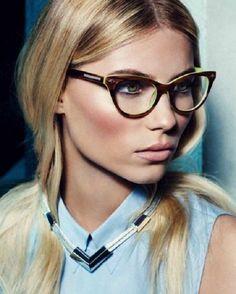 Con la llegada de las lentes de contacto, las gafas para visión han pasado de la categoría de un accesorio necesario a elegante y estiloso. La montura bien elegida puede cambiar radicalmente la imagen y ajustar las proporciones de la cara Trends, Eye Glasses, Eyewear, Fashion Accessories, Sunglasses, Makeup, Women's Fashion, Outfits, Portrait