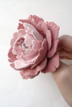 Felt Flowers, Diy Flowers, Paper Flowers, Wet Felting, Needle Felting, Felt Crafts, Paper Crafts, Diy Hair Bows, Diy Hair Accessories
