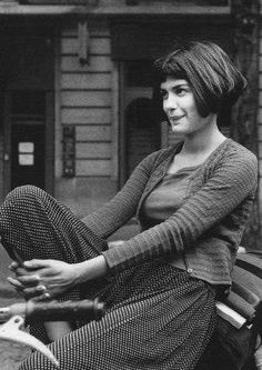 Amelie (Audrey Tatou) - blunt baby fringe with a short bob, low forehead and round or oval face.