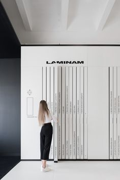 View the full picture gallery of Showroom Archetype Stand Design, Display Design, Booth Design, Wall Design, Design Art, Graphic Design, Showroom Interior Design, Black Interior Design, Tile Showroom