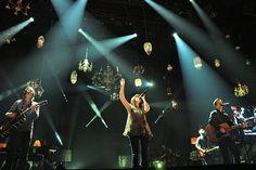 hanging lights and stage design. . . L-O-V-E