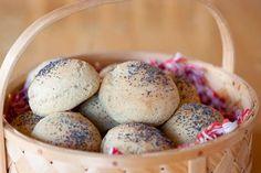 Erikas LCHF till vardag och fest: Erikas frukostfrallor (LCHF)  ERIKAS FRUKOSTFRALLOR (LCHF) 10 st  150 g (3 dl) mandelmjöl 30 g (1 dl) bakprotein (jag använde Bake pro) 50 g (1 dl) kokosnötsmjöl 17 g (1 dl) pofiber 2 msk fiberhusk 1 tsk salt 2 tsk bakpulver 1 msk brödkrydda 250 g kesella 10%, turkisk yoghurt eller creme fraiche 6 ägg