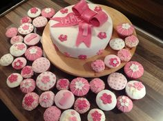 Roze strik taart & cupcakes