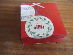 Recycling christmas cards into gift boxes