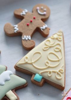 Colorful decorated Christmas cookies inspired by Brunelli bedding. Cookie tips, recipes and how-to's for the Christmas baker! Christmas Treats To Make, Christmas Tree Cookies, Gingerbread Man Cookies, Iced Cookies, Christmas Cupcakes, Royal Icing Cookies, Holiday Cookies, Christmas Desserts, Christmas Baking