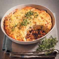 This carb-free Mince and Ricotta Pie mimics a cottage pie and takes only half an hour! Paleo Dinner, Dinner Recipes, Dinner Ideas, Carb Free Dinners, Ricotta Pie, Beef Recipes, Healthy Recipes, Cottage Pie, Convenience Food