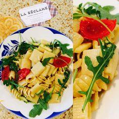 #saladedepates #pastasalad #34ruedespetitesecuries #paris10 Rue, Pasta Salad, Paris, Ethnic Recipes, Food, Small Horse Barns, Crab Pasta Salad, Montmartre Paris, Essen