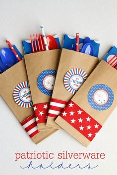 DIY Patriotic Silverware Holders - simple and festive for your Fourth of July Celebrations - cute and simple idea! Patriotic Party, Patriotic Crafts, July Crafts, Holiday Crafts, Holiday Fun, Holiday Ideas, 4th Of July Celebration, 4th Of July Party, Fourth Of July