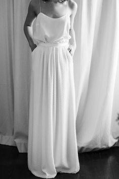 Laure de Sagazan Spring & Bridal / P . Laure de Sagazan Spring & Bridal / Fotografie von The Lane Casual Wedding Gowns, Wedding Dress Styles, Trendy Wedding, Boho Wedding, Wedding Hair, Dream Wedding, Bridal Separates, Bridal Pictures, Bridal Photography