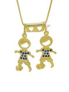Colar dois meninos banhado a ouro 18k com zircônias azuis na blusa e bola no pé.  #semijoias #colar #filhos #lojaonline #brasília #acessóriosfemininos