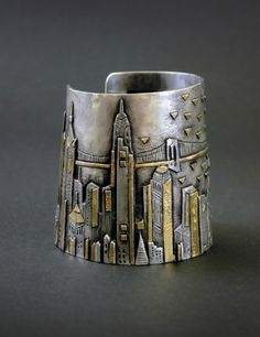 Cuff | Linda Ladurner. 'Manchette - Travelling ~L'Arrivee du France a New York'.  Silver and gold.