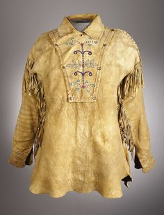The People's History of Costume… An Ojibwa Man's Beaded Hide Shirt (c. on the front and back with scrolling floral elements in various shades of opaque and translucent beads, trimmed with red wool trade cloth and hide fringe Native American Clothing, American Indian Art, Native American History, Native American Indians, American Fashion, Western Outfits, Western Wear, Indian Outfits, Mountain Man Clothing